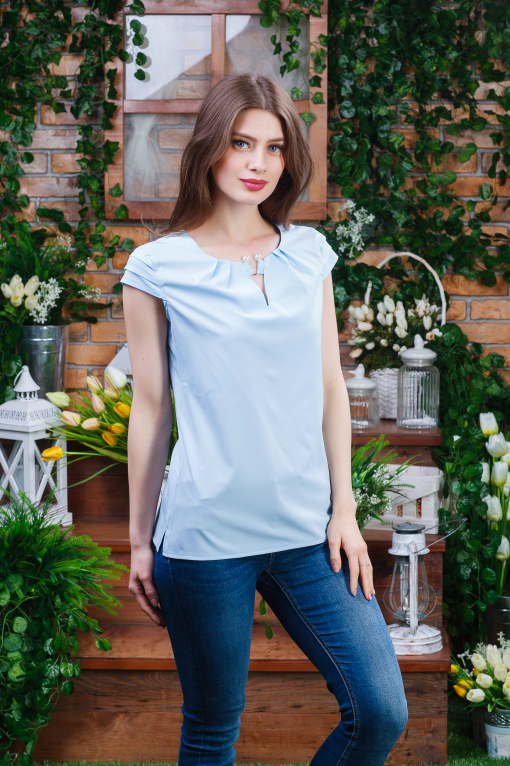 Стильная летняя блуза голубая б-6080