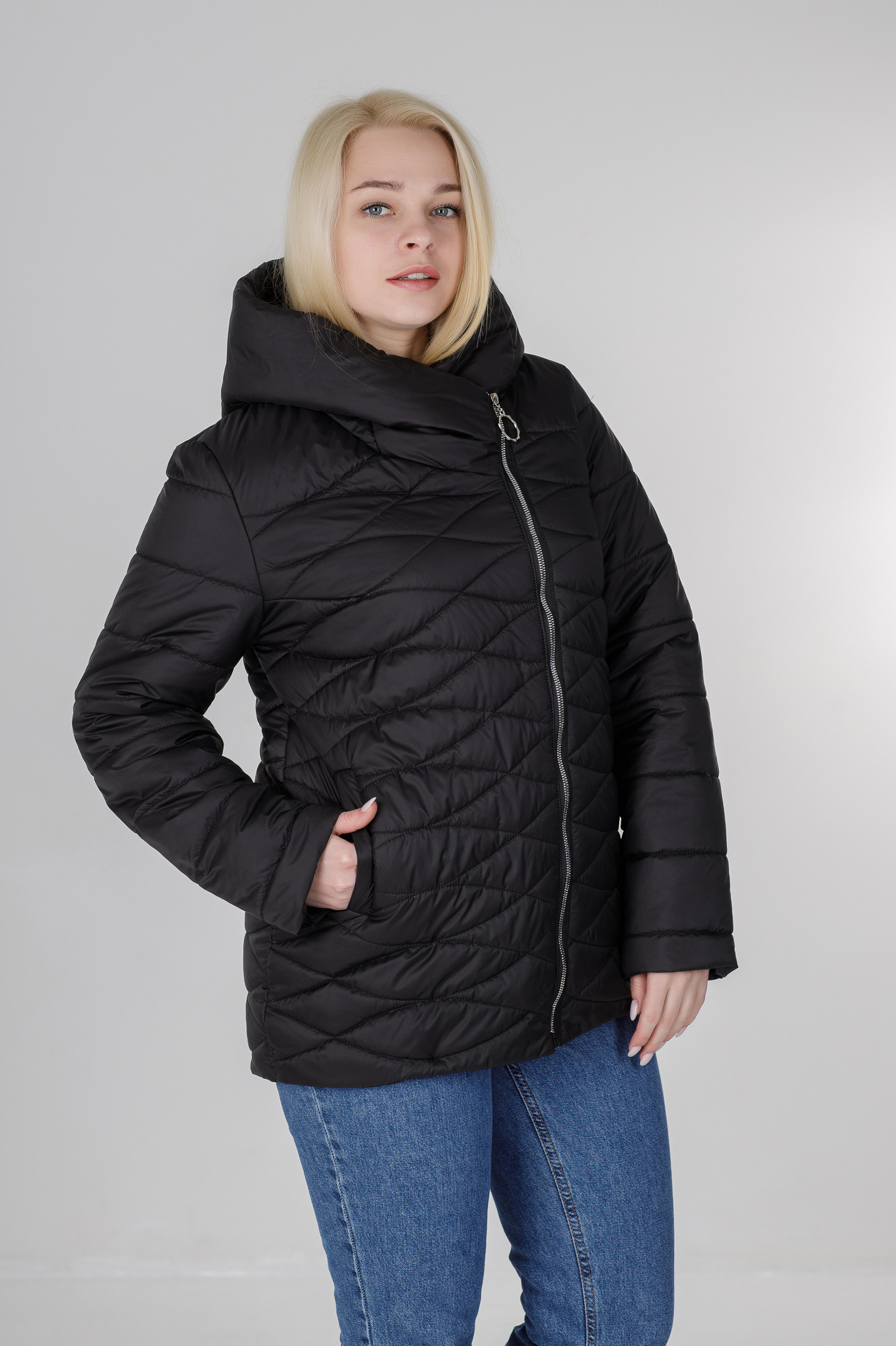 Ассиметричная демисезонная женская куртка Надин чёрная