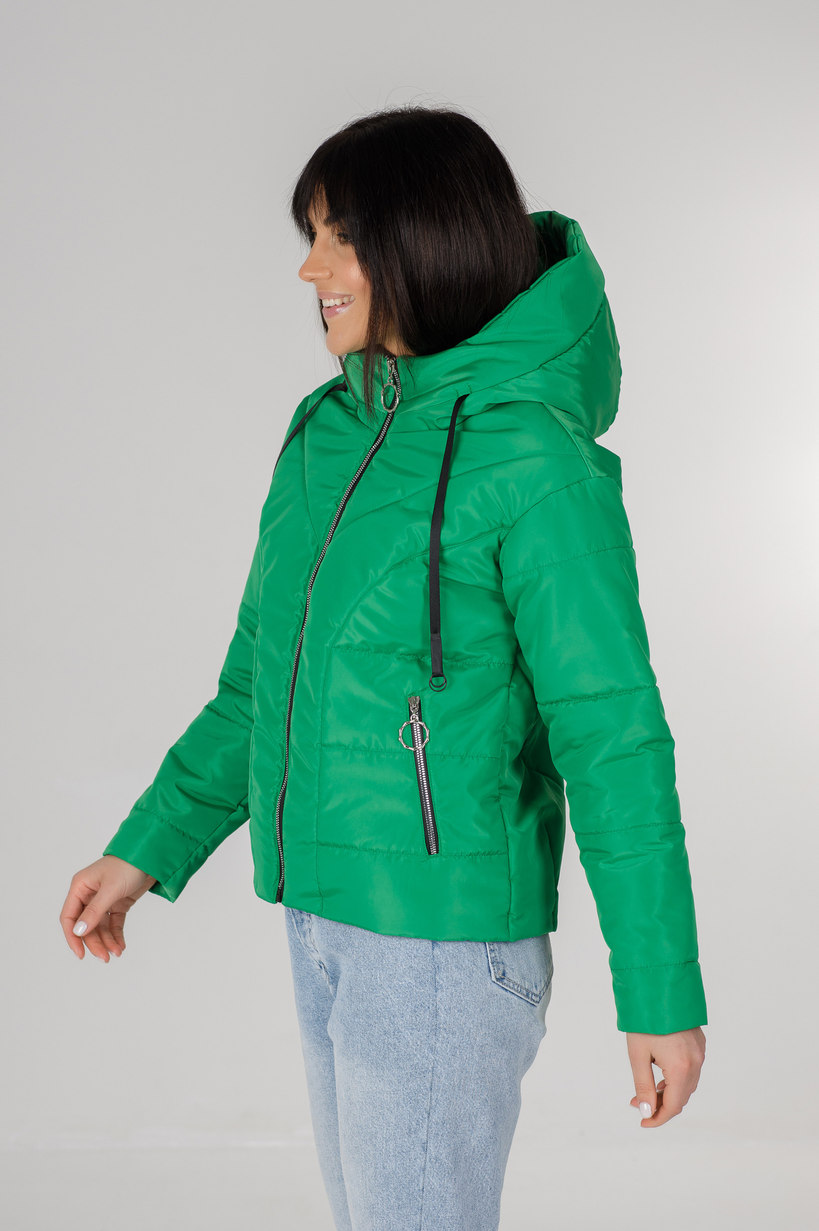 Стильная зелёная весенняя куртка Ася