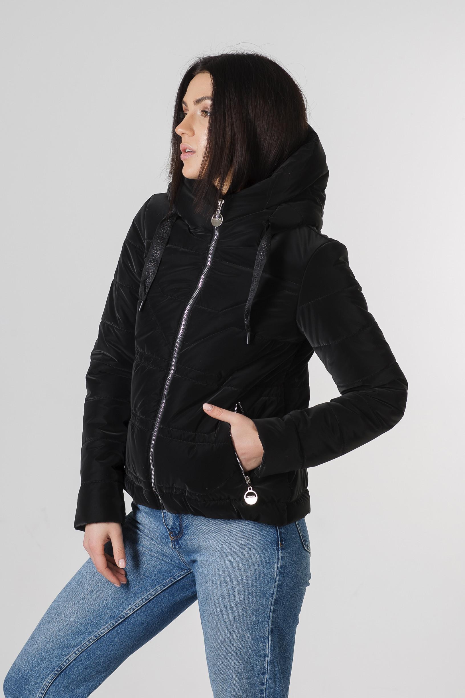 Весення укороченная чёрная куртка Лия бархат