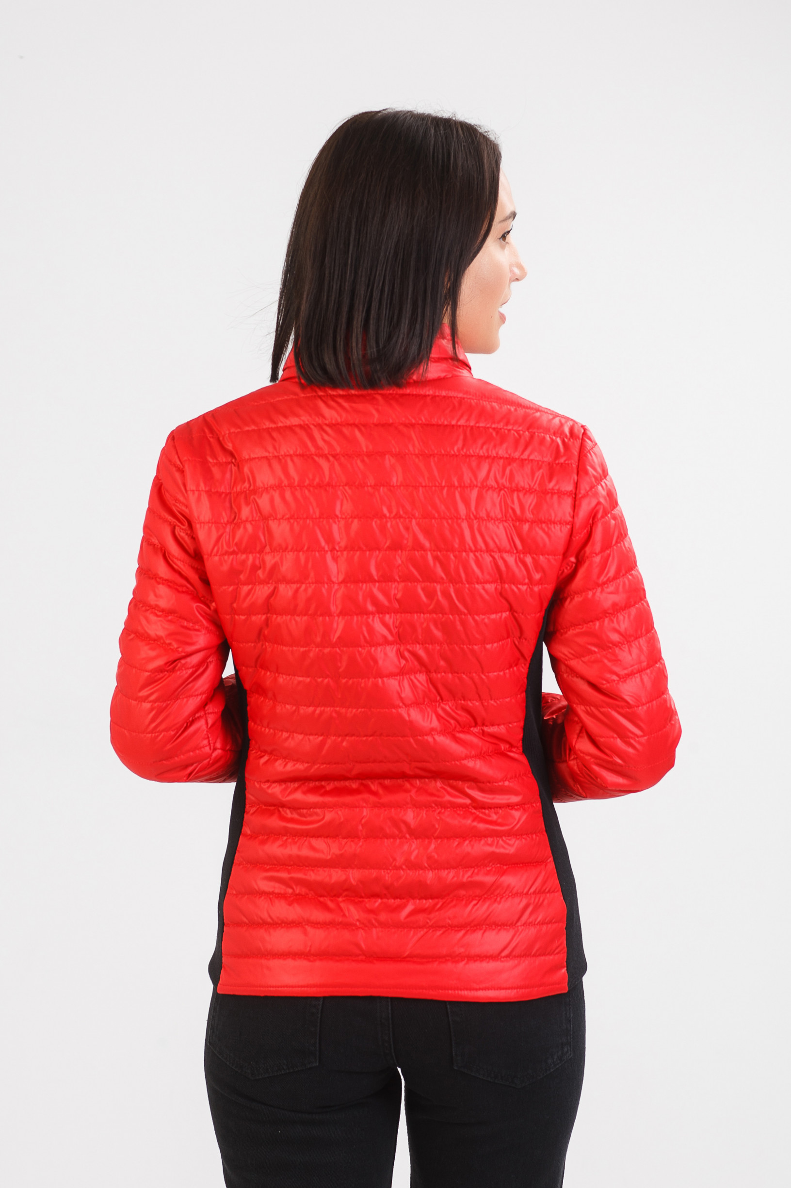 Красная тоненькая куртка Бетти