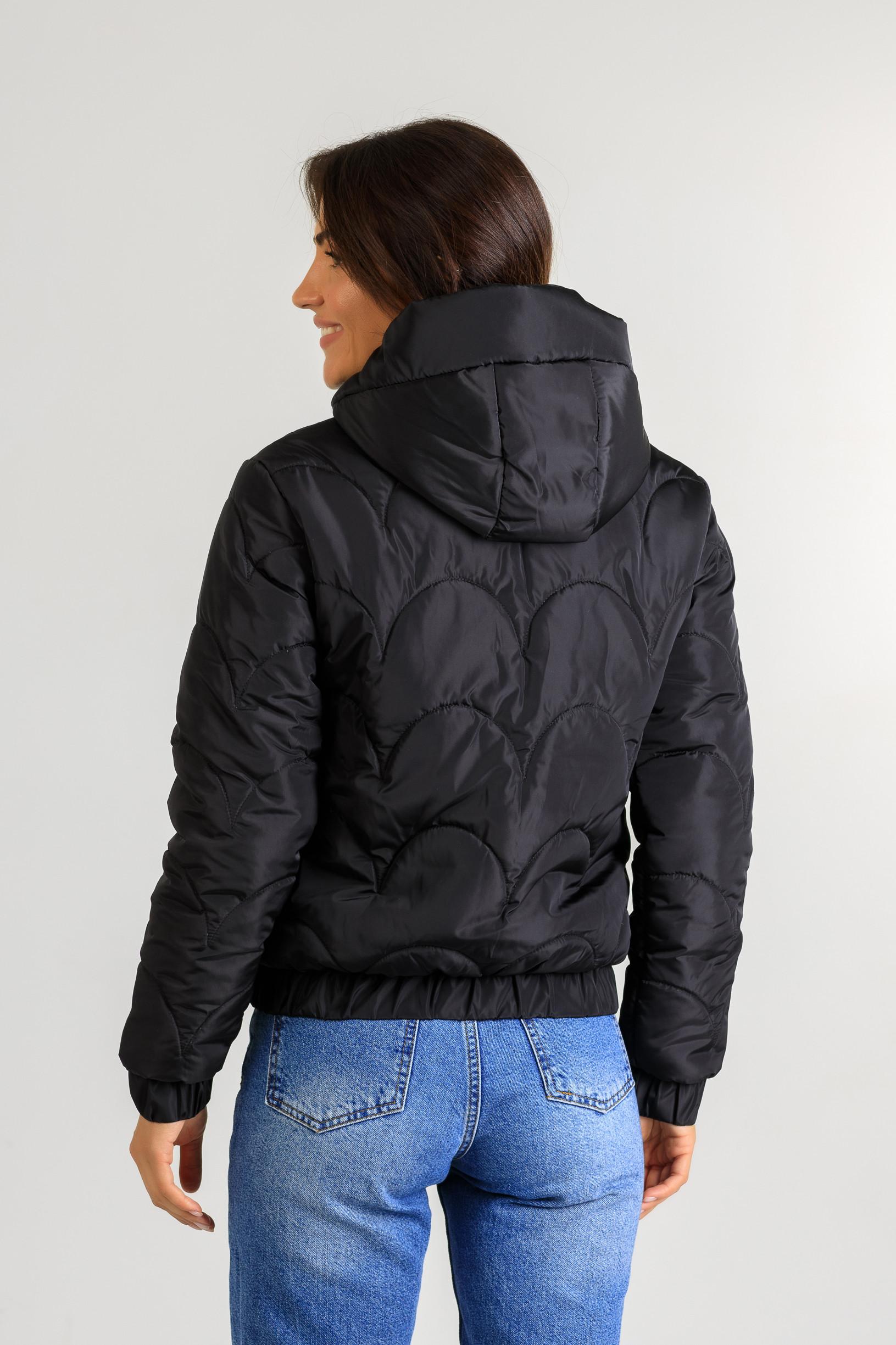 Демисезонная женская куртка Уля чёрного цвета