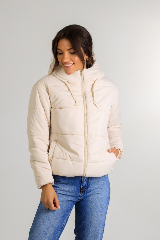 Демисезонная женская стильная куртка Тахо молочного цвета