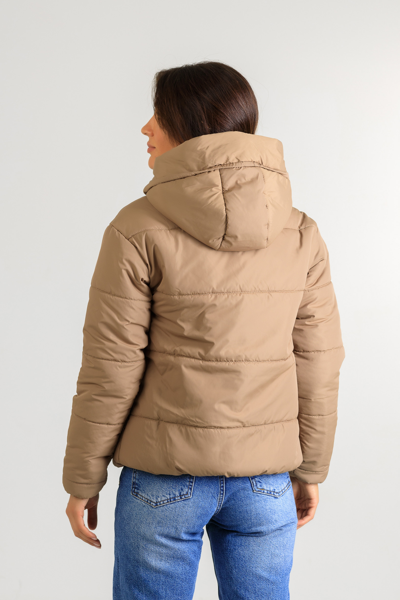 Демисезонная женская стильная куртка Тахо бежевого цвета