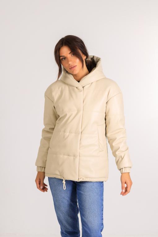 Демисезонная женская куртка из эко-кожи Тина молочного цвета