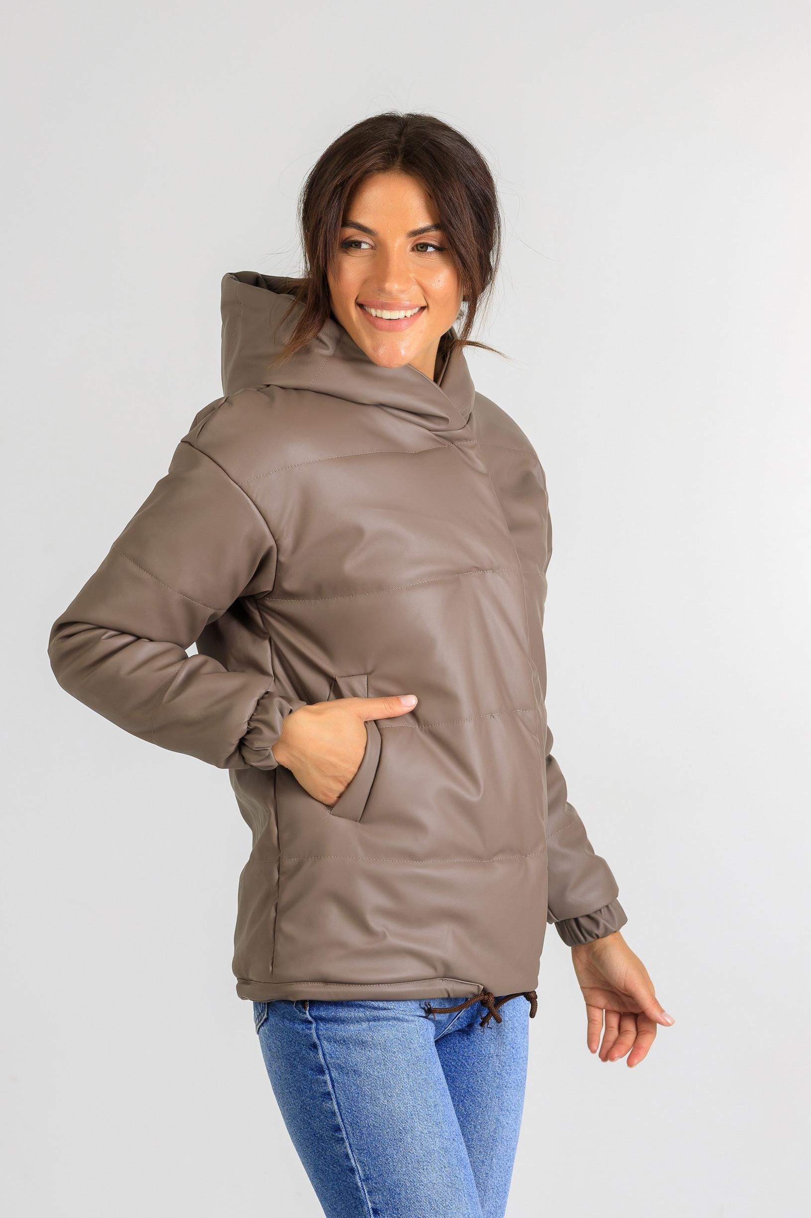 Демисезонная женская куртка из эко-кожи Тина шоколадного цвета