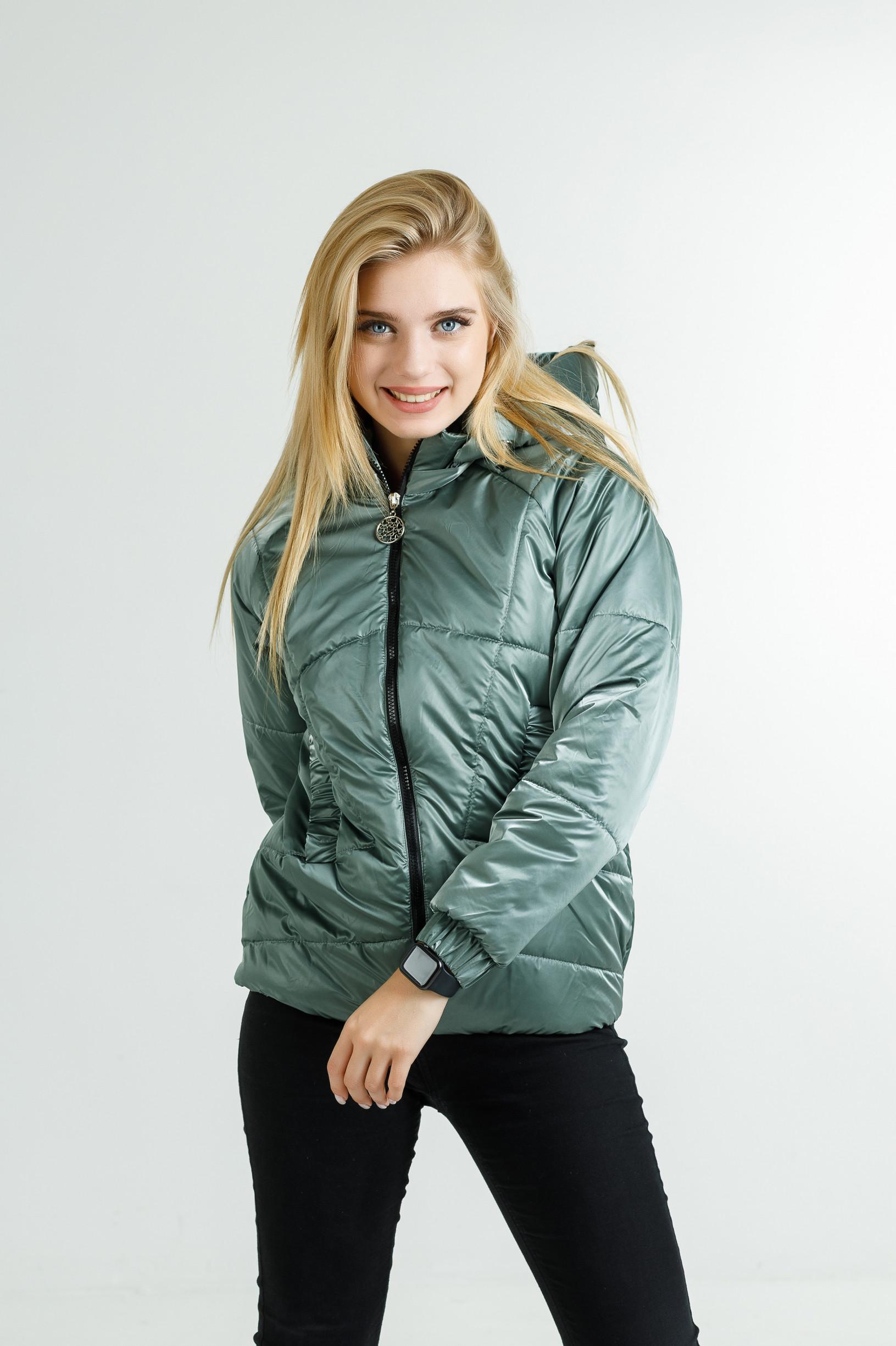Демисезонная женская куртка Берри+ из велюровой плащёвки изумрудного цвета