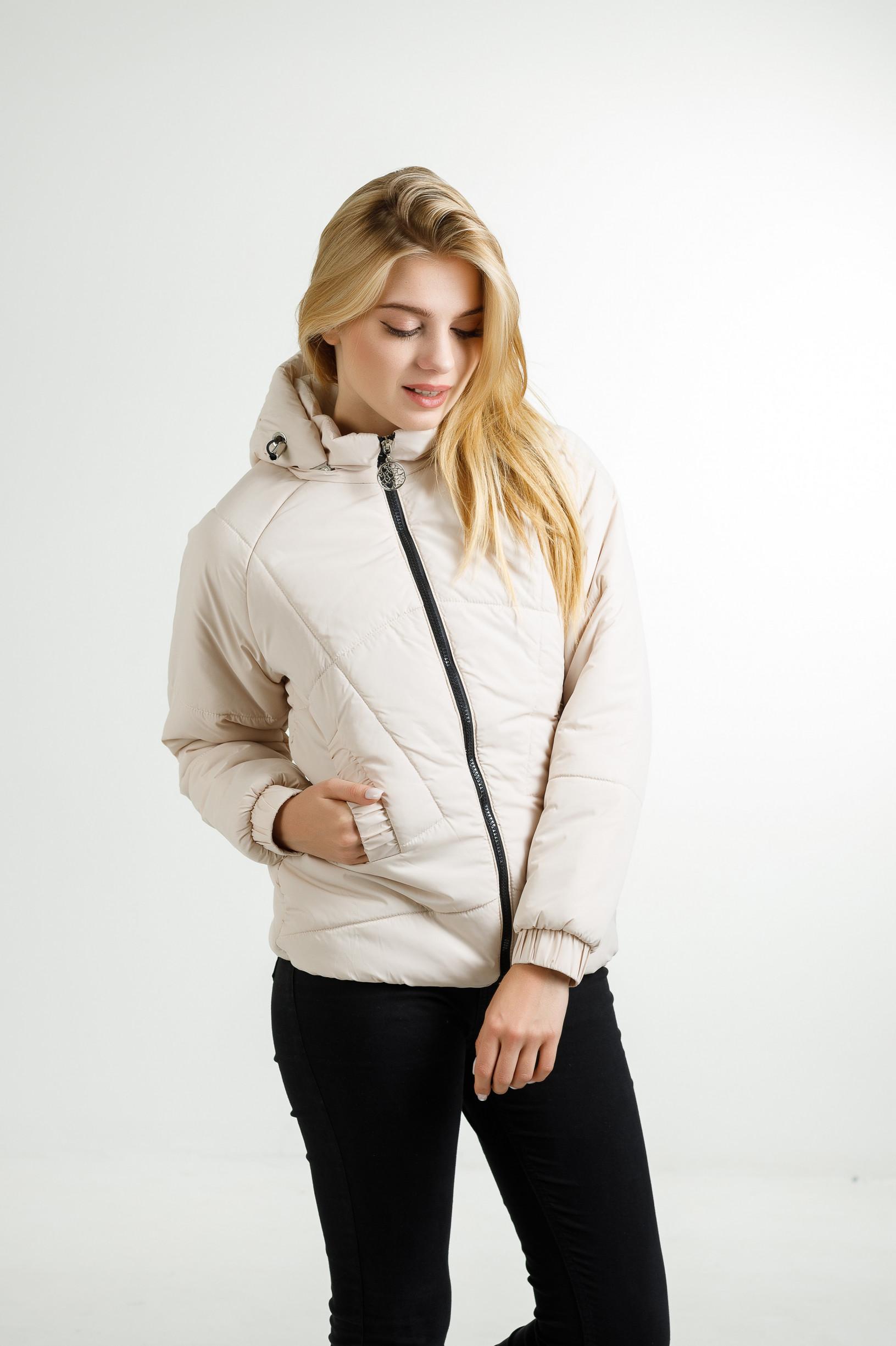 Демисезонная женская куртка Берри молочного цвета