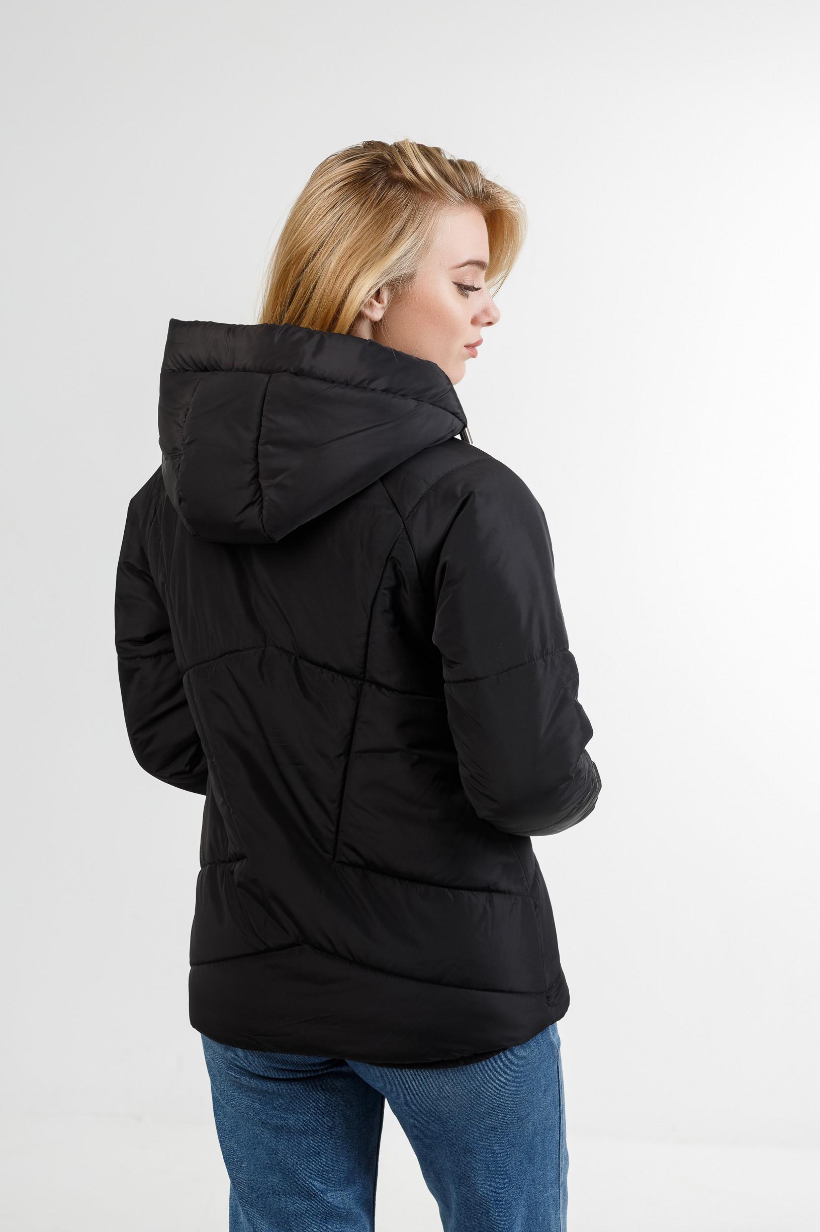 Демисезонная женская куртка Берри чёрного цвета