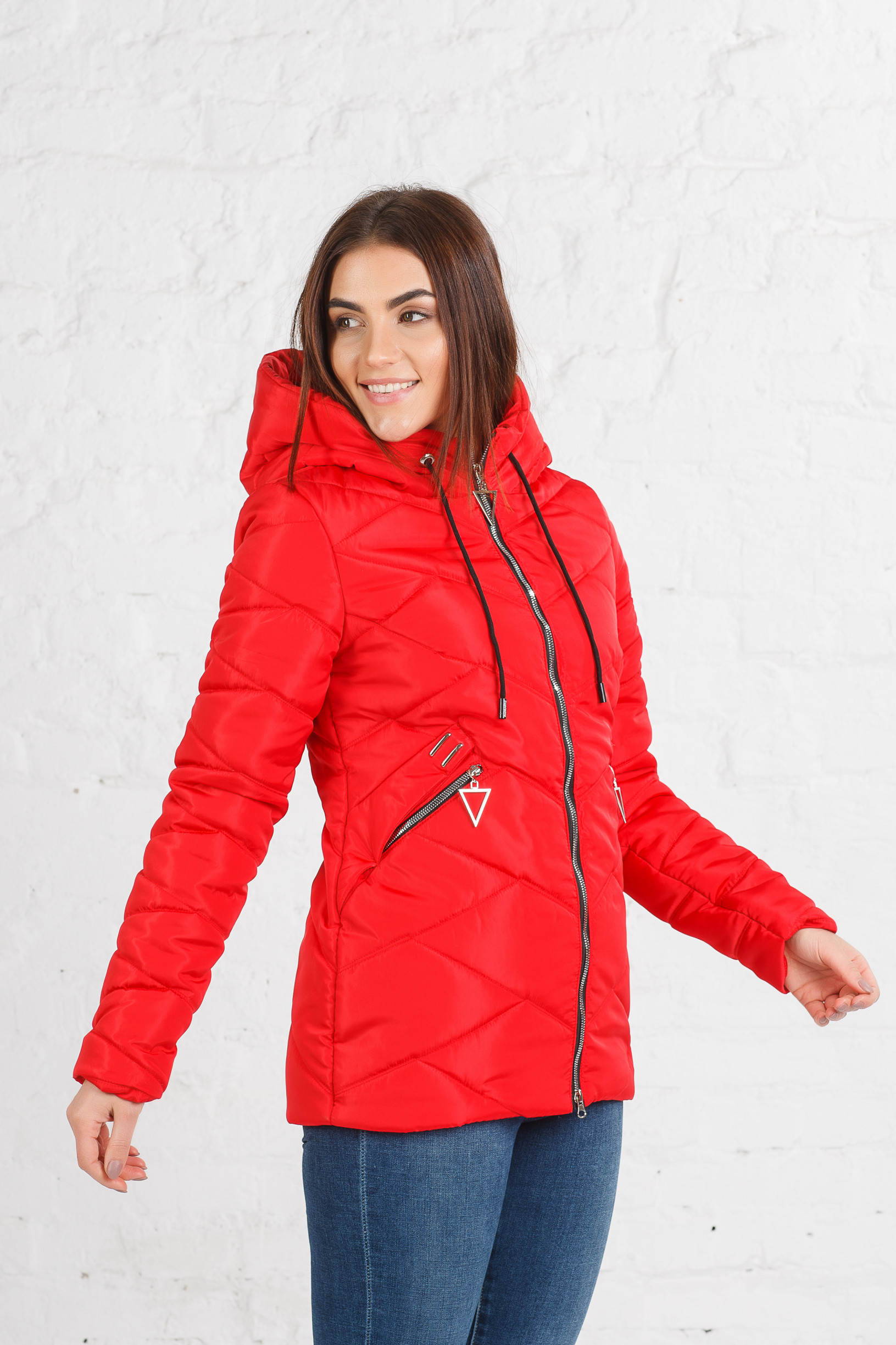 Весенняя курточка Блеки красная